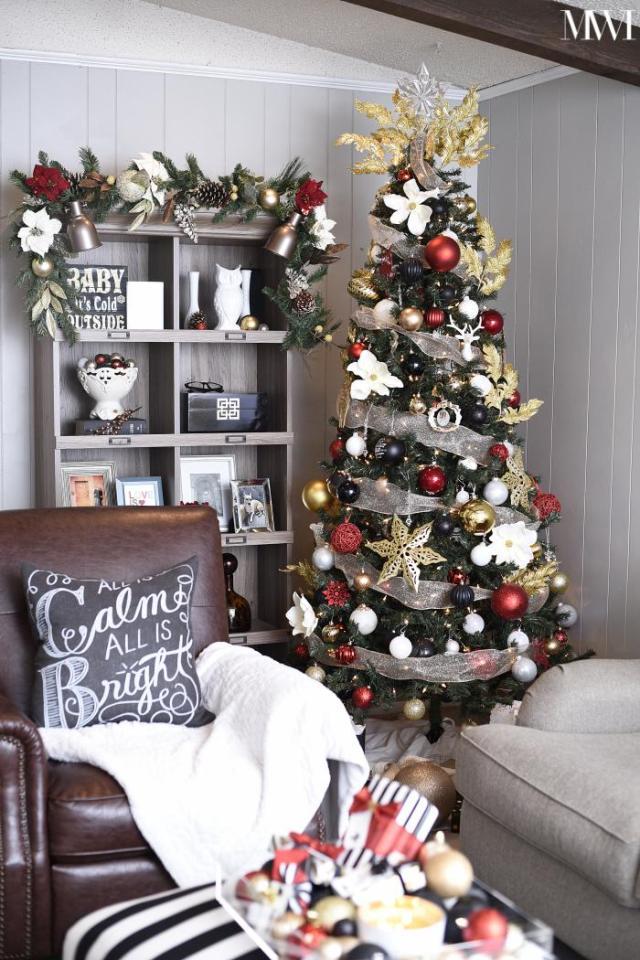 Black, white, gold & red Christmas tour- beautiful, timeless, glam decor. via monicawantsit.com