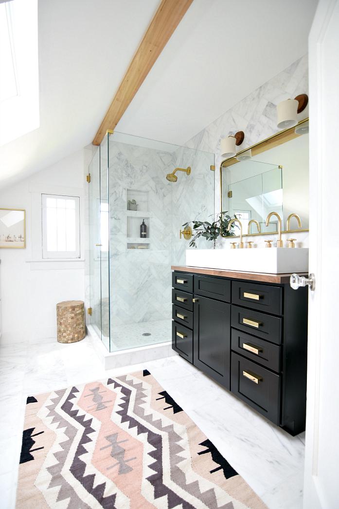 eclectic-black-white-bathroom